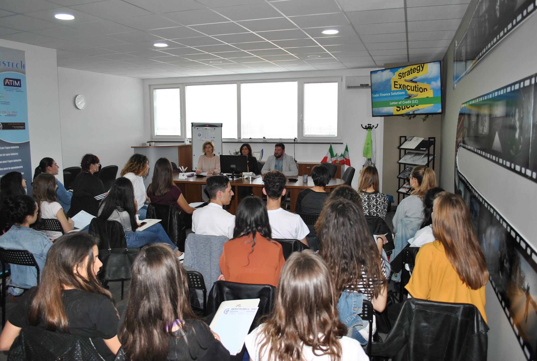 Alternanza Scuola-Lavoro:  Liceo Linguistico Federico II di Svevia di Altamura.